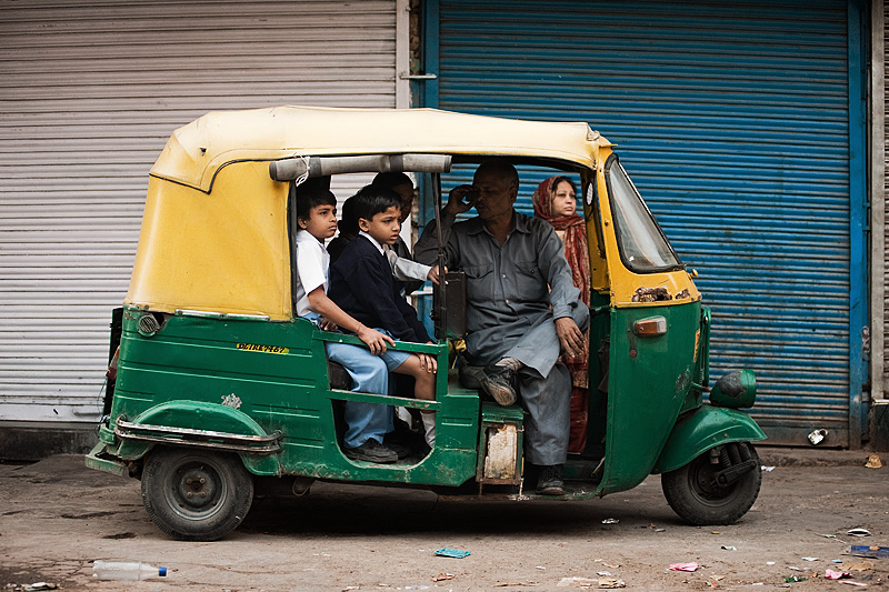 091126_delhi_india_auto_rickshaw_school_bus_transportation_students_MG_7371
