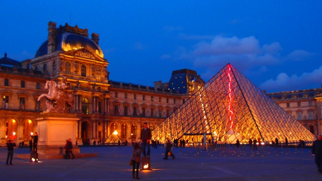 The Louvre night view