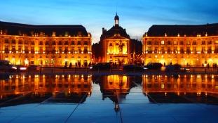 Mirror of water in Bordeaux