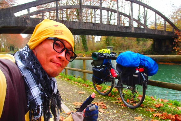Cycling along Canal du Garonne