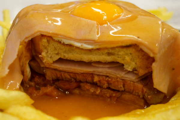 The-layers-of-a-francesinha